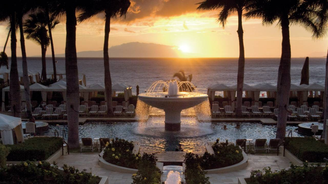 5 Romantic Hawaiian Resorts For A Destination Wedding
