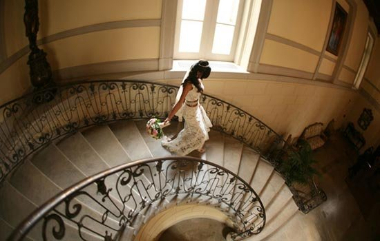 Bride descending the staircase at Oheka