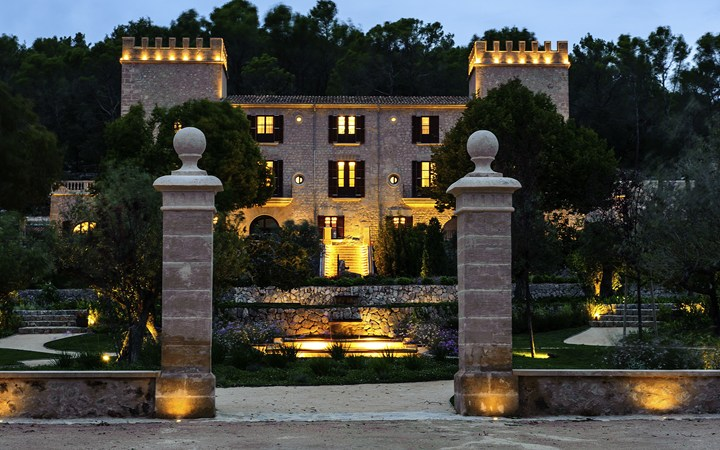 An old castle in spain becomes a new destination wedding for Designer hotels mallorca