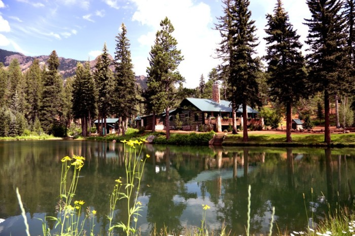 Town Amp Country Colorado Weddings The Broadmoor And The