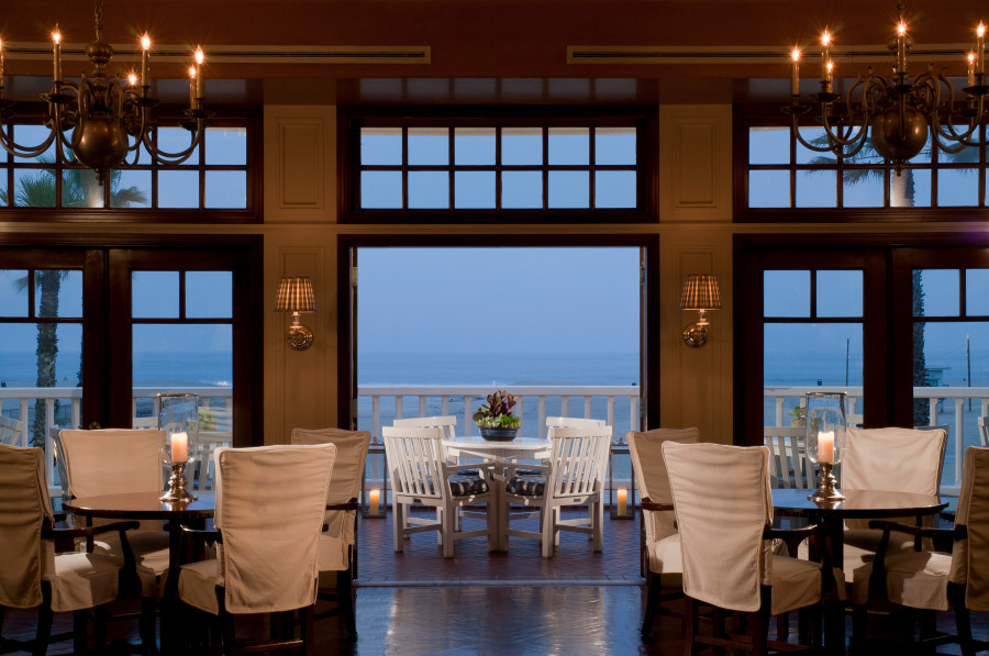 Shutters-on-the-Beach-lobby-bow-at-dusk-